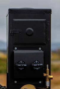 Bilde av Komplett gassovn M4000, 7600W, pipe & regulator